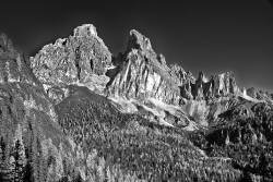 On the way to Lake Sorapiss. Dolomites_1